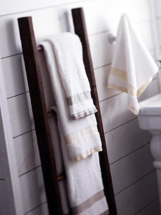 how to make a rustic ladder to hang towels blankets 12 oaks. Black Bedroom Furniture Sets. Home Design Ideas